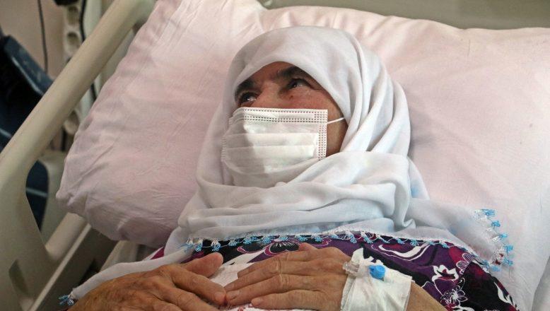 74 yaşındaki astım ve şeker hastası kadın koronavirüsü yendi