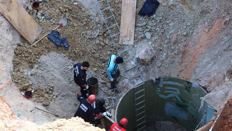 Adana'da kuyu çöktü! İşçiler toprak altında kaldı