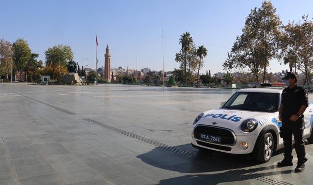 Cumhuriyet Meydanı'nda korona sessizliği