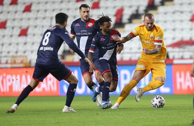 Antalyaspor ilk yarıda attı ikinci yarıda yattı