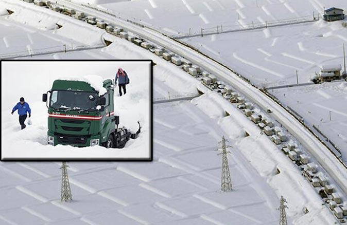 Japonya'da binden fazla sürücü trafikte mahsur kaldı