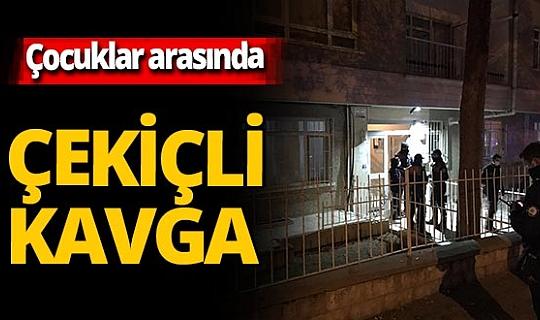 Ankara'nın Çankaya ilçesinde 3 küçük çocuk arasında çıkan kavgada 1 çocuk öldü ikizi yaralandı.