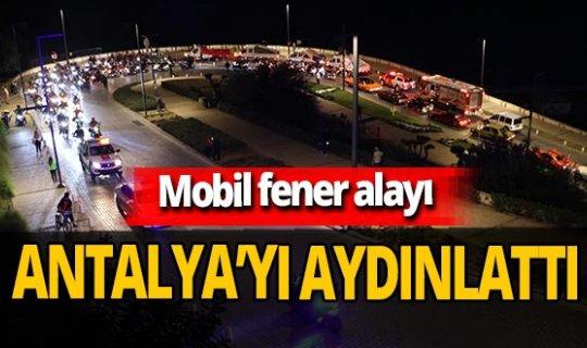 Antalya'da 29 Ekim mobil fener alayı ile kutlandı