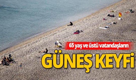 Antalya'da 65 yaş ve üstü vatandaşların kısıtlama öncesi güneş keyfi