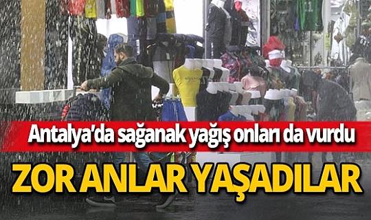 Antalya'da esnaf sağanak yağmura hazırlıksız yakalandı