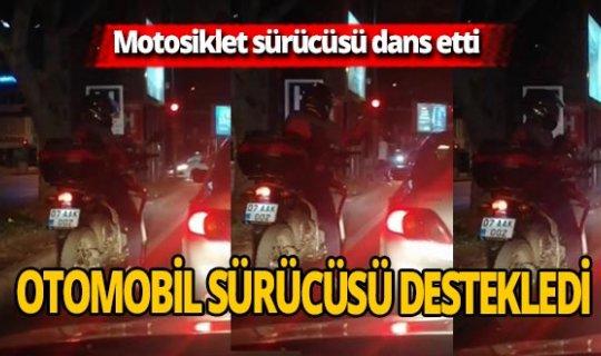 Antalya'da kırmızı ışıkta motodans