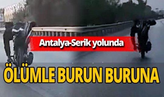 Antalya'da motosiklet sürücüsü ölüme davetiye çıkardı