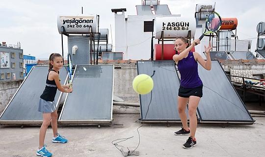 Antalya'da şampiyon tenisçi 'Teras Kort'ta hazırlandı
