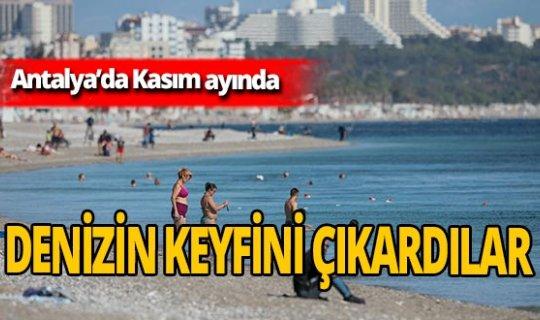 Antalya'da sıcaklıklar düşmeyince deniz keyfi devam etti
