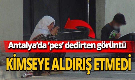 Antalya'da yaşlı kadın okul önünde alkol alırken görüntülendi