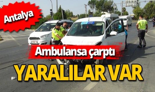 Antalya haber: Otomobil ambulansa çarptı!