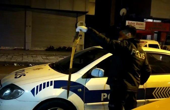 Ataşehir'de bir şahıs taksi durağına kılıçla saldırdı