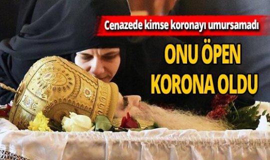 Cenazeyi öpen korona oldu!