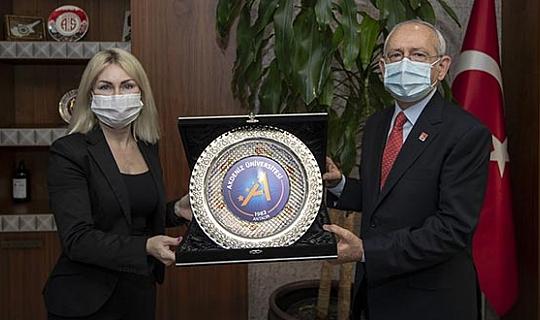 CHP Genel Başkanı Kemal Kılıçdaroğlu Akdeniz Üniversitesi'nde görev yapan sağlık çalışanlarına teşekkür etti