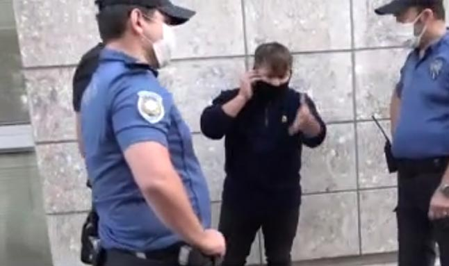 Polisleri tehdit etmişti! O kurye bu sefer de bekçiye saldırdı