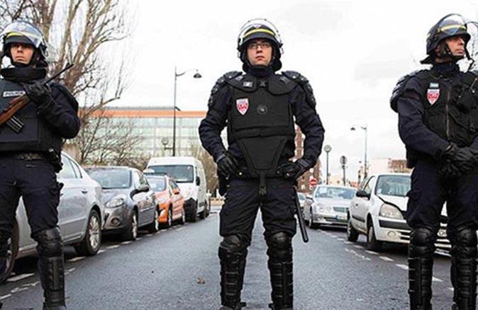 O ülkede saldırı alarmı! 3 polis öldü