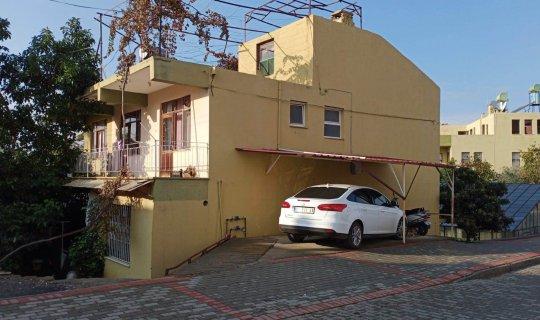 Gazipaşa'da Osman Özdemir avokado ağacının dalını evin damına bağlamaya çalışırken düştü