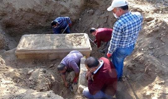 Karacasu'da definecilerin kazdığı yerden 2 bin 500 yıllık tarih çıktı