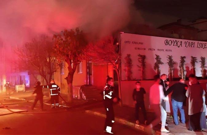 Kocaeli'nde yangın paniği! Evin çatısı alev alev yandı