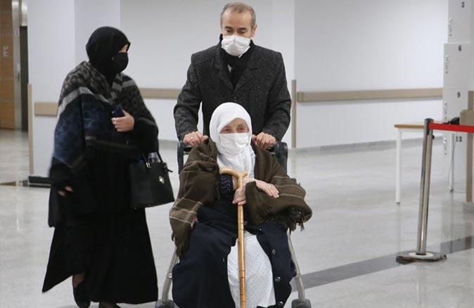 93 yaşındaki kadın koronavirüsü yendi