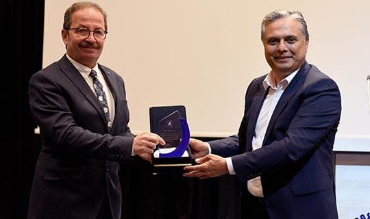 Muratpaşa Belediyesi Emin Sözen'i İzmir'e uğurladı