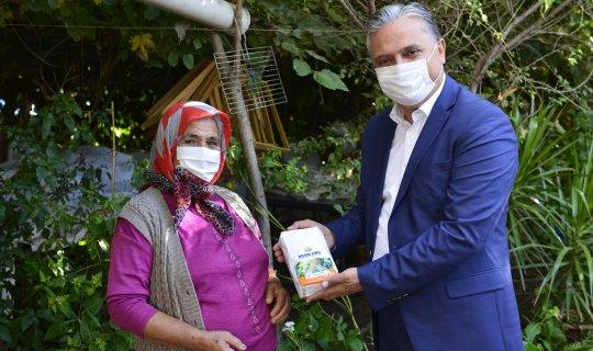 Muratpaşa Belediyesi kendi ürettiği 13 bin paket unu dağıtıyor