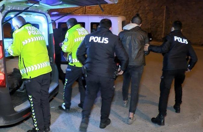 Pendik'te sokağa çıkma kısıtlamasını ihlal eden 3 kişi kaza yapınca yakalandı