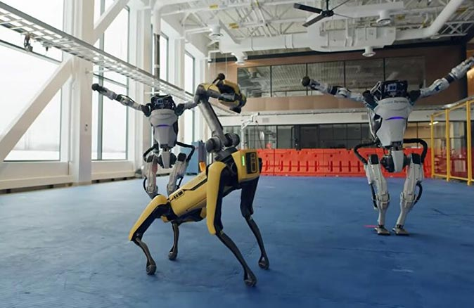 Boston Dynamics robotlarından yeni yıl dansı!
