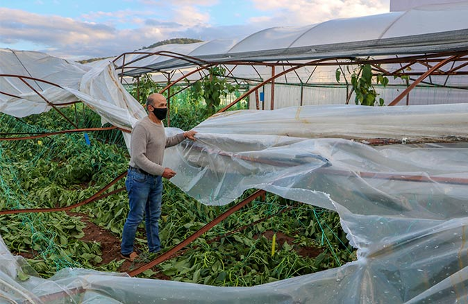 Şiddetli yağış Kumluca'da zarara yol açtı