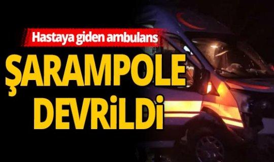 Yağmur nedeniyle ambulans şarampole devrildi