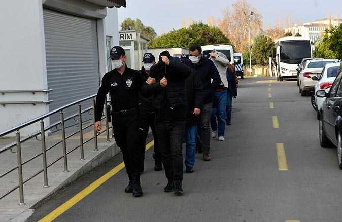 Adana'da FETÖ operasyonu! Üzerinde dua yazılı 1 dolar ele geçirildi