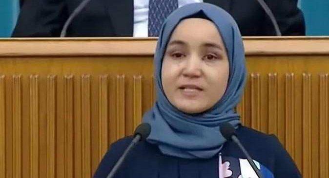 Meral Akşener, Doğu Türkistanlı Nursima Abduraşid'i kürsüye çıkardı