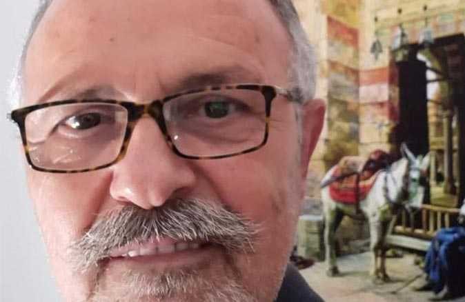 Emekli binbaşı yalnız yaşadığı evinde ölü bulundu