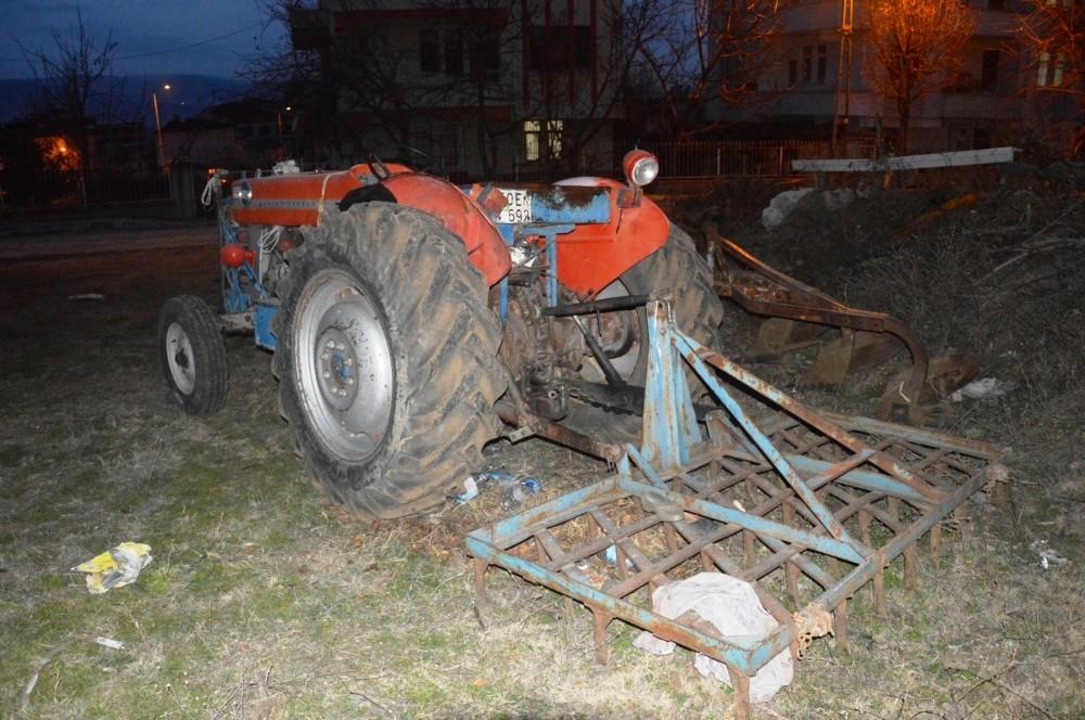 Tokat'ta traktörüne tırmık takmak isterken canından oldu