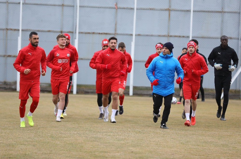 Sivasspor'da yeni transfer ilk idmanına çıktı