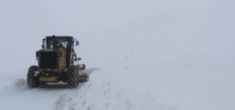 Kara kış yüzünü gösterdi! Bingöl'de 45 köy yolu ulaşıma kapandı