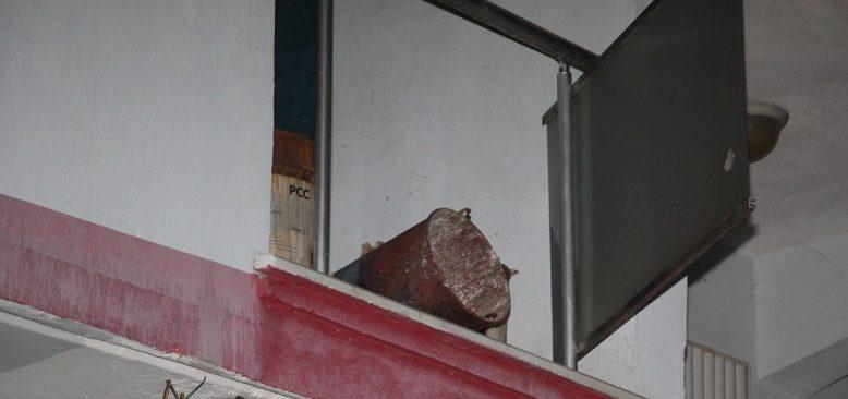Soba kovası hazırlamak isteyen yaşlı kadın beton zemine çakıldı