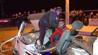 Kavşakta feci kaza: 3 ölü, 4 yaralı