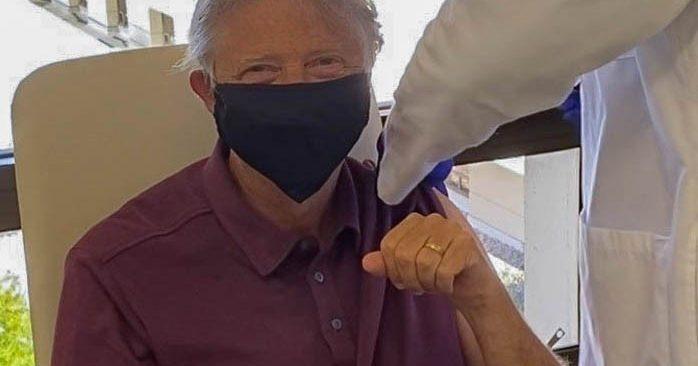 Herkes merakla bekliyordu! Bill Gates Covid-19 aşısı yaptırdı
