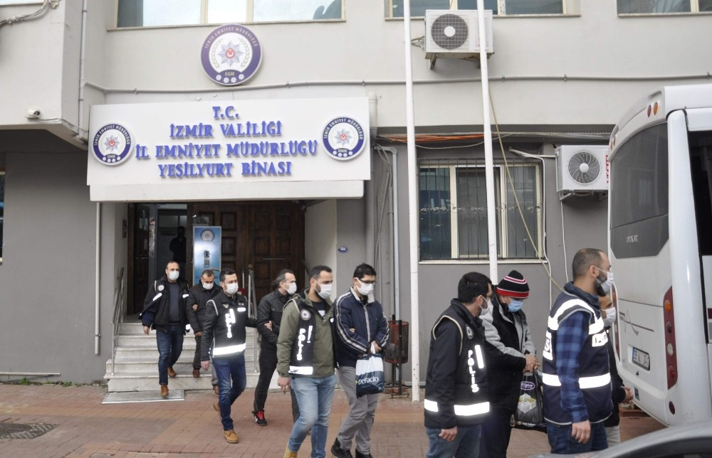 İzmir merkezli FETÖ operasyonu!