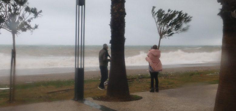 Meteoroloji'den Antalya için kuvvetli fırtına uyarısı
