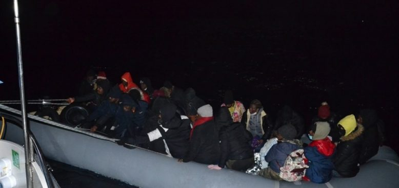 İzmir'de 29 kaçak göçmen kurtarıldı