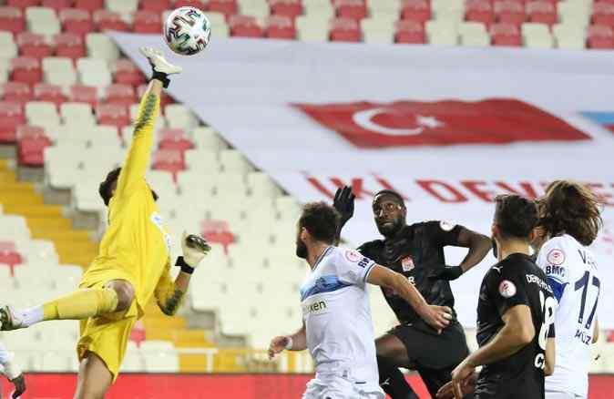 Adana Demirspor'u uzatmada yenen Sivasspor, çeyrek finalde