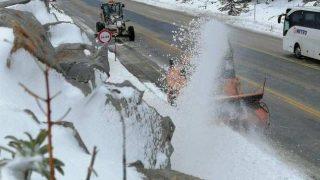 Antalya'da karla mücadeleye devam