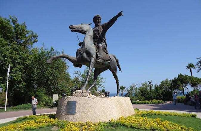 Attalos ve Keyhüsrev heykelleri öksüz kaldı