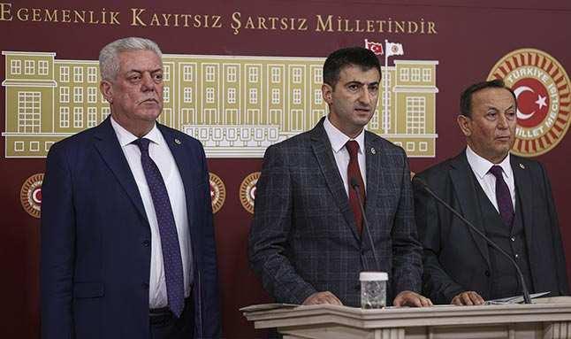 CHP'deki istifalarla ilgili AK Parti'den ilk yorum