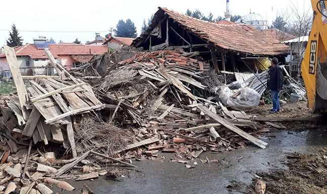 Denizli'de gece saatlerinde en büyüğü 3.8 büyüklüğünde olmak üzere toplamda 20 deprem meydana geldi.