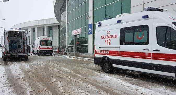 Erzincan'da karlı yolda kaza