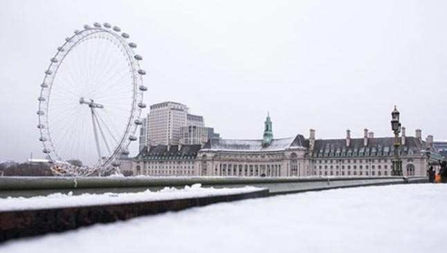 Londra'ya ilk kar yağdı