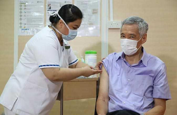 Singapur Başbakanı Lee Hsien Loong korona aşısı oldu